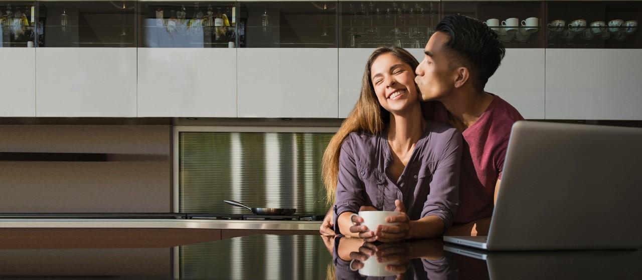 Familie auf einer Baustelle mit Kind
